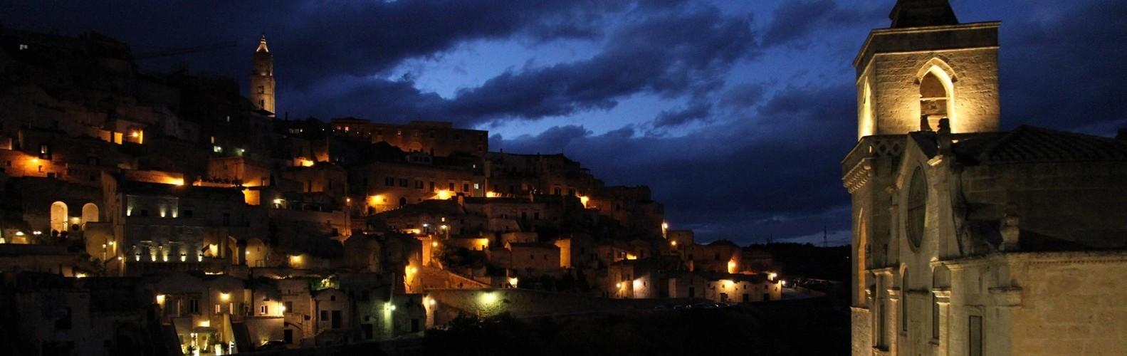 Vista dei Sassi di Matera di notte